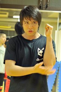 Tsuyoshiコーチインタビュー:東京・港区 キックボクシング・ボクササイズ【ヨハンボススポーツスクール・ボスジムジャパン】
